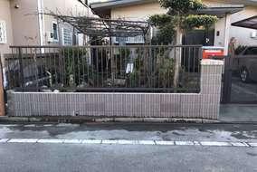 フェンス:LIXILハイサモアT-10 オータムブラウン色 ブロック:SBIC ウルトラC