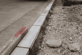 歩車道境界ブロックの設置