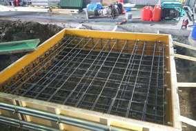 型枠を組んで、鉄筋を13ミリの鉄筋をダブルで組みました! コンクリートを打って養生します!