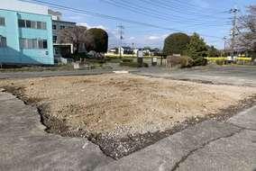 解体後は土を入れ、地面を整えます。