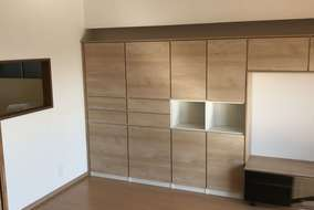 リビングには壁面収納で部屋が広く、スッキリした空間になりました。