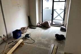解体し、天井・壁・床全て作り直しました。  取り払った壁の跡がくっきりと・・・。