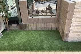 お庭には人工芝を敷き、緑をプラス。