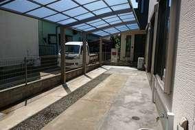 完成~LIXIL カーポート フーゴR 27-50型 縦2連棟 屋根材:熱線吸収ポリカーボネート