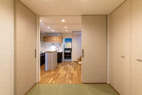 1階の和室はキッチンとつながった和室になっています。生活の用途に合わせて使えるようになっています。