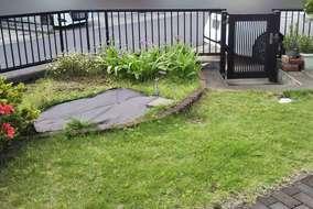 【 before 】  既存の天然芝を撤去し、白砕石を敷きました。