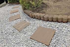 柔らかい凹凸を再現した、割肌テクスチャの天然石です。 玄関アプローチやテラスに馴染む、優しい色合い。