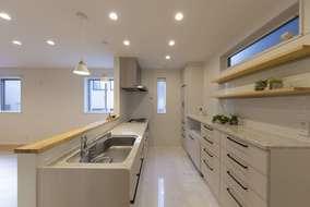 キッチンは食器棚もありたくさんの食器も収納できます。