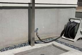 ステンレス製のデザイン立水栓