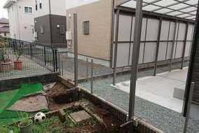 目隠しフェンスの柱設置