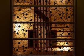 間仕切りにロートアイアンをはめ込み、他にはない世界で一つの間仕切り壁はお客様大満足の壁になりました。