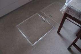 床下に潜って配線します。