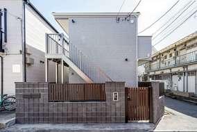防犯も考慮したオートロックの付いた賃貸アパートになります。