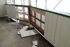 塗装前に外壁破損部分を交換します