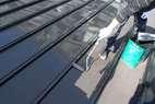 屋根、錆止め塗装後中塗り施工、上塗り施工