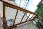 アイアンウッドの枠にポリカーボネイトの屋根材を使っています。