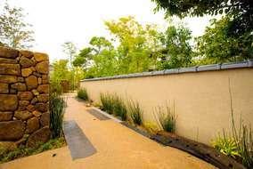 お庭が広大な為、敷地を利用目的別に分け、エリア毎にお庭の雰囲気を少し変えています。