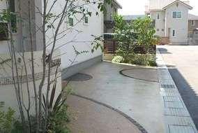 駐車スペースも兼ねているので土間のデザインにこだわりました。