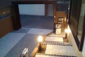 ライトアップする事で、夜の空間を自由にデザインできます。
