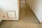 今回は、通路の長尺シートと会議室のタイルカーペットのご依頼です。