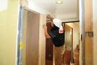 枠材を施工中。木工事あと少しです。