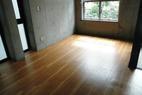 今回の現場です。床のイメージを変えたいという話からでした。