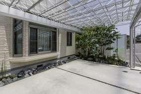 どうしてもカーポートの屋根がかからなかった角は植栽スペースとしました