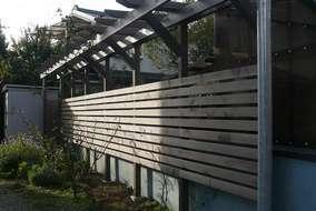 フェンスやパーゴラの色みを統一することで一体感のあるお庭に仕上がります。