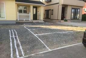 ライン引きの様子。必要であればこの様にラインを引いて駐車やアプローチのしやすさを確認します。