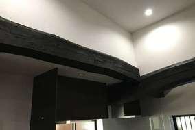 天井を高くし解放感を期待しました 構造材は塗装仕上げしました
