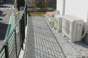 雑草の予防、防犯にも、砂利敷き仕上げも。