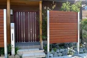 H鋼の柱で目隠し板塀を作成しました。 柱が腐食しないので、天然木のフェンスも長持ちします