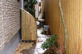 室外機も竹で隠せば違和感がありません