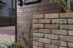 門塀は住居の顔になります。板で温かみを出して