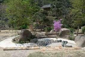 メインガーデンです。この時期は山桜が満開でした