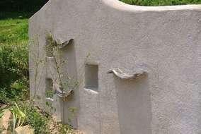 元々あった瓦を壁の模様として利用しました