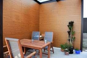 ホームヤードルーフ内 エバーアートボードで目隠し施工 奥にガーデンシンク 床は木目のタイル張り!