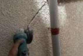 大きなひび割れは防水力の高い下地処理方法で施工してます