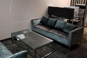 社長室です。 こちらのソファーも特別発注品です。