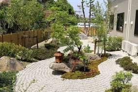庭園は由緒ある庭師さんに施してもらいました。 老人ホームとは思えない格式高い庭園です。