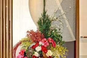 入口入って正面の造花の装飾です。 こちらも弊社が手掛けております。