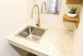 洗面所のシンク、空間に合わせたタイルやデザインなども提案しました。