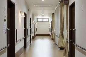 廊下です。 風除室と揃えたブランケットライトが目を引きます。