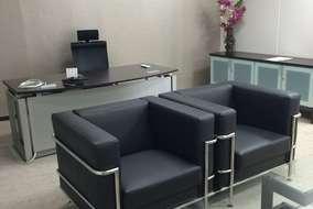 社長室です。 伝統的な重役家具ではなく、シャープで洗礼したデザインの家具を採用しました。 全体のイメ