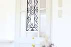 アイアンをはめ込んだ人気のデザイン建具は、お部屋の雰囲気を決定づけます。