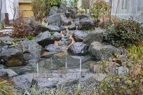いわき産出の庭石で作庭。