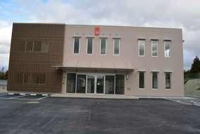 昌平中学校・高等学校。ここからクレーンテですべての材料の搬入、搬出です。