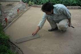 自然土舗装。ニュー土の施工中