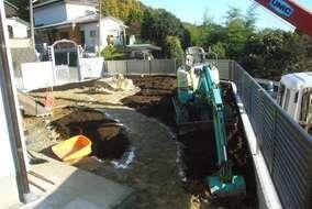 今回の土壌改良は有機質肥料をタップリ使い、撹拌しました。土が柔らかくなり通気が良く、成長を促進します