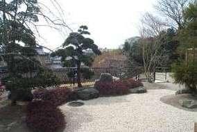スッキリとした日本庭園です。